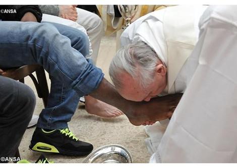 Папа Римский помоет ноги мигрантам