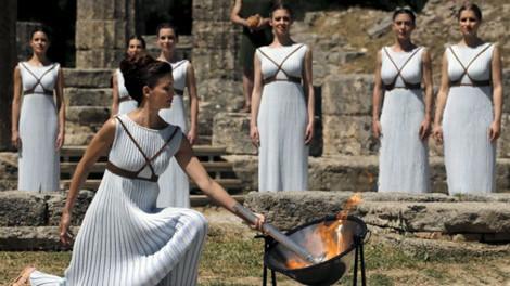 Олимпийский огонь зажжен на юге Греции