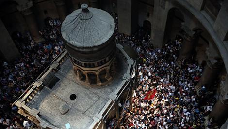 Реставраторы демонтируют каркас Кувуклии Гроба Господня в Иерусалиме