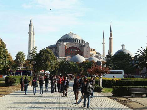 Мусульмане требуют превратить музей Айя-София в мечеть