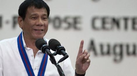 """Президент Филиппин """"пообещал Богу больше не сквернословить"""""""