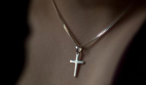 Белорусским медработникам не будут запрещать носить крестики