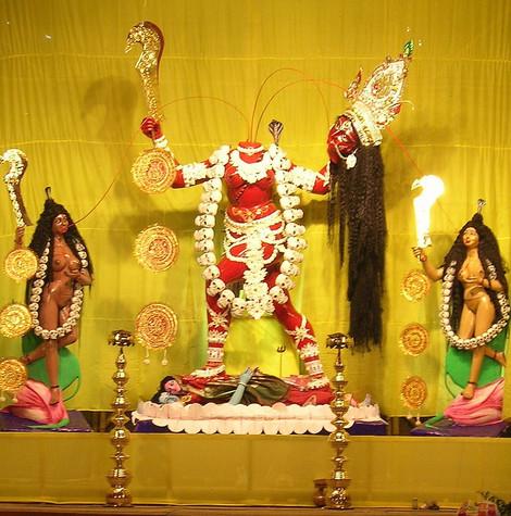 Житель Индии принес себя в жертву любимой богине на алтаре