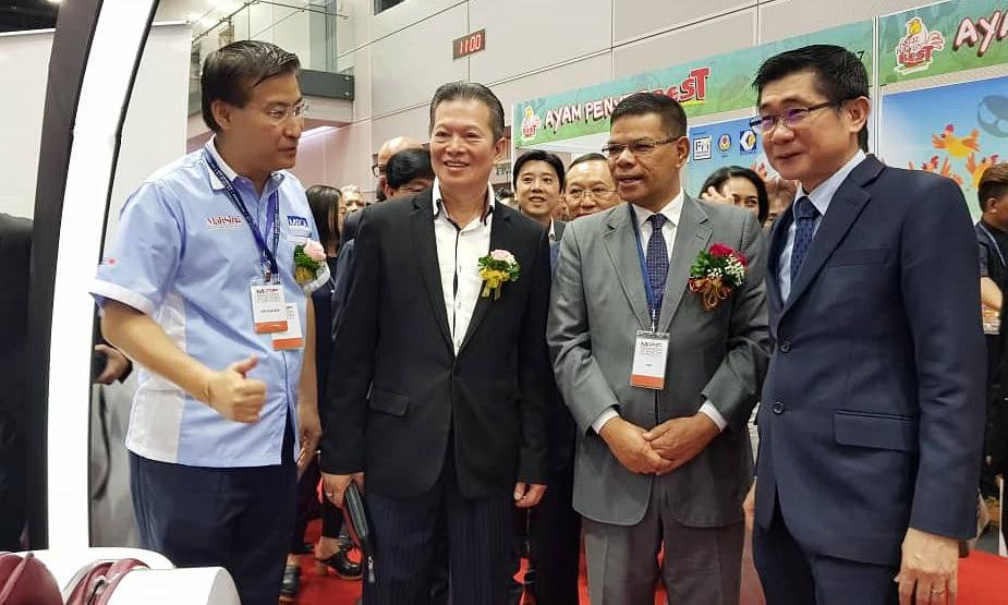 左起为马来西亚国际连锁加盟展筹委会主席吴海祥、蔡家胜、赛夫丁与Gintell集团董事经理拿督吴正益。