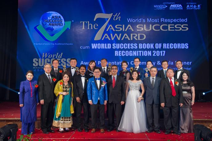 2017年第7届亚洲企业大奖暨世界企业成功纪录大全认证颁奖礼 阿布巴卡吁中小企业家持续创新