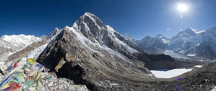 地表最高圣母峰设'隔离线'防疫