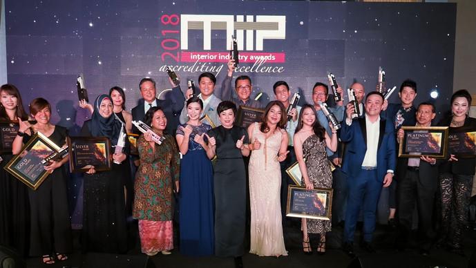 MIIP颁奖典礼 表扬祖莱达颁27奖