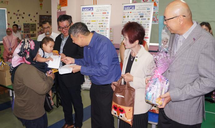 马来西亚连锁协会 探访癌童欢庆开斋