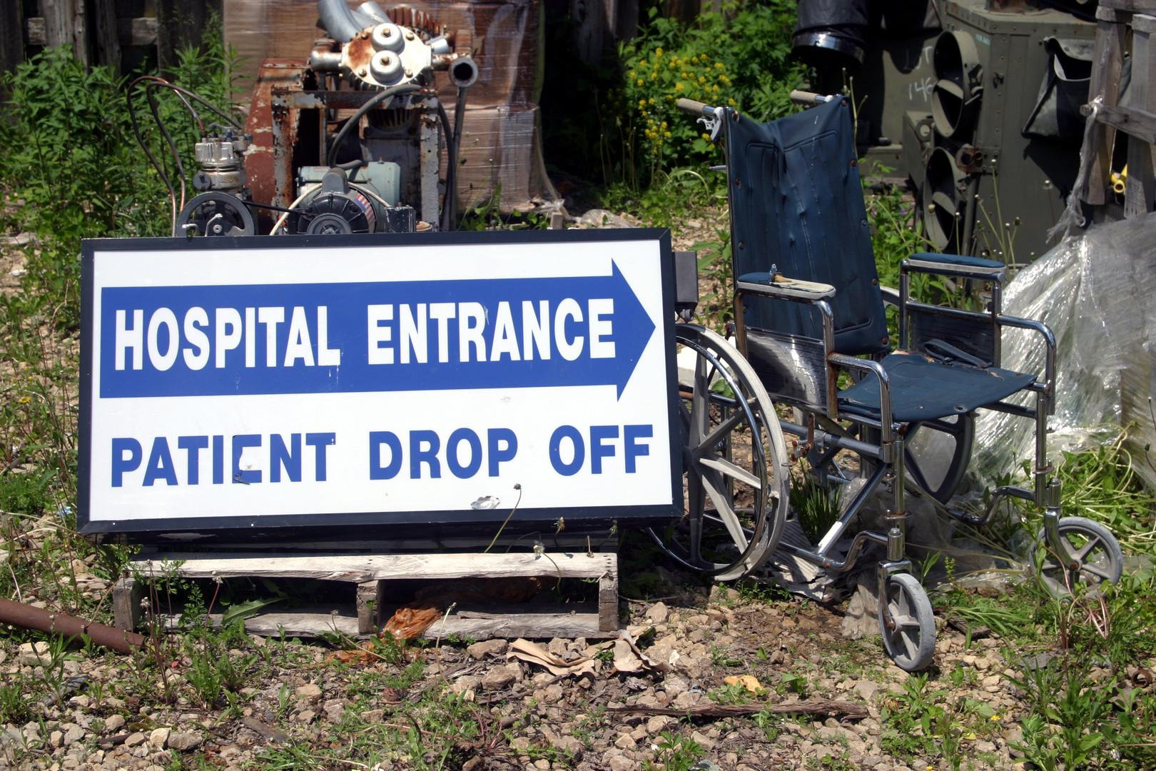 Hospital Entrance sign & wheelchair 08.j