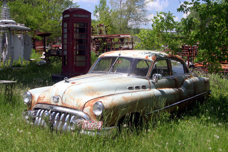 Old Buick and phone booth 08.jpg