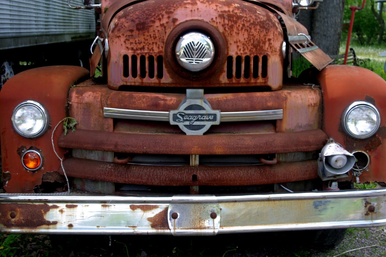 Junkyard Seagrave truck grill 08.jpg
