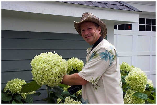 Ed with Incrediball hydrangea from PP.jp