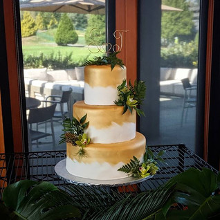 Simple & Elegant wedding cake! ♡ _#weddi