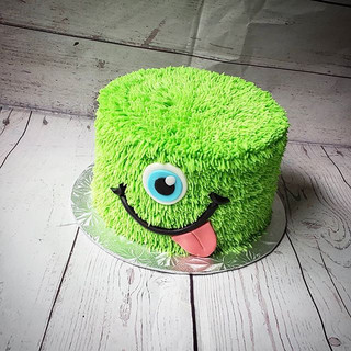 This cake reminds me of monsters ink.. T
