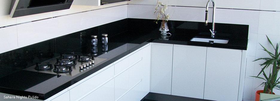 cocina-granito-naturamia-sahara-night-2-pulido-marmoles-villena.jpg