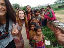 Travelers volunteering in Rajasthan