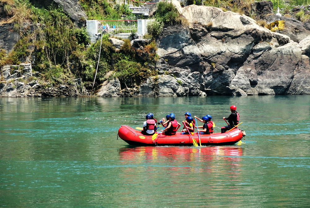 group of people rafting in white water in Rishikesh