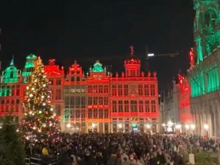 Fumatul, mâncatul și băutul sunt interzise în Grand-Place, iar accesul se face controlat