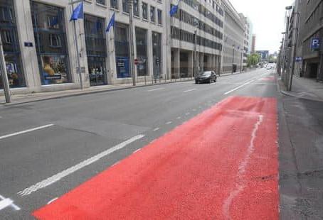 Una din cele 4 benzi de circulație de pe Rue de la Loi devine bandă pentru bicicliști