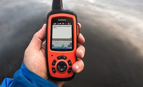 Garmin-inReach-explorer-GPS-satellite-ph