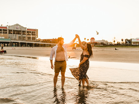 STEPHANIE + CODY //  DREAMY, FUN WATER ENGAGEMENT SESSION ON GALVESTON BEACH // HOUSTON WEDDING PHOT