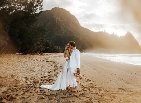KATIE + ZACH // SUNSET ELOPEMENT ON THE BEACH IN KAUAI // HAWAII ELOPEMENT PHOTOGRAPHER