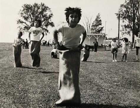 Course de sacs à patates aux Fêtes de Lachine 1976  Archives du Musée de Lachine