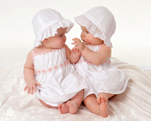 baby-photograph-of-6-month-twins-girls.j