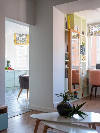 Вид на кухню и лоджию