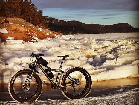 Visiter l'Anse-Saint-Jean en vélo d'hiver