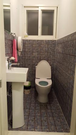 Toilet 1Fl