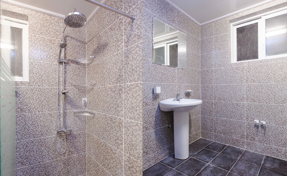 Shared bathroom 1Fl