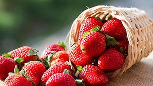 Etiqueta á mesa: Como comer morangos com elegância