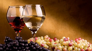 Etiqueta à mesa - Como beber uma taça de vinho