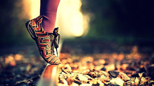 in punta di piedi