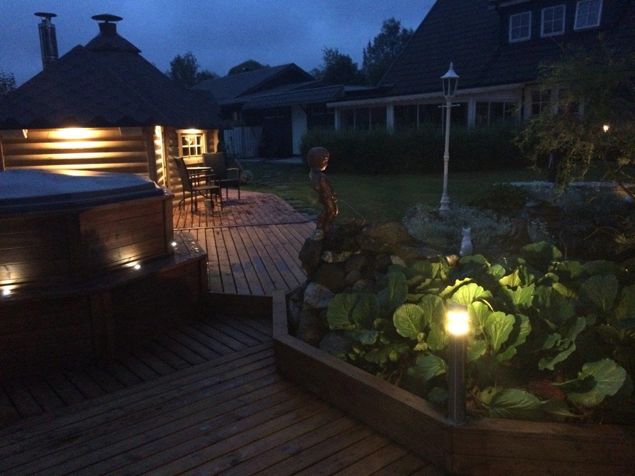 Wikinger Grill Kota mit Holzdeck und Pool Herford