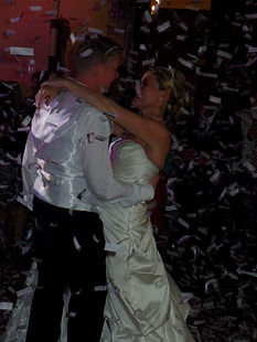 Confetti Explosion timed to perfection during First Dance