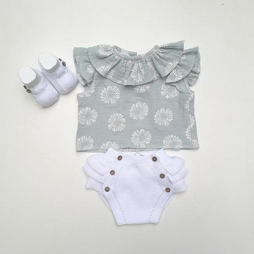 Camisa verde água flores brancas