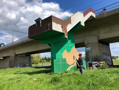 Spoorbrugtrap krijgt fraaie muurschildering