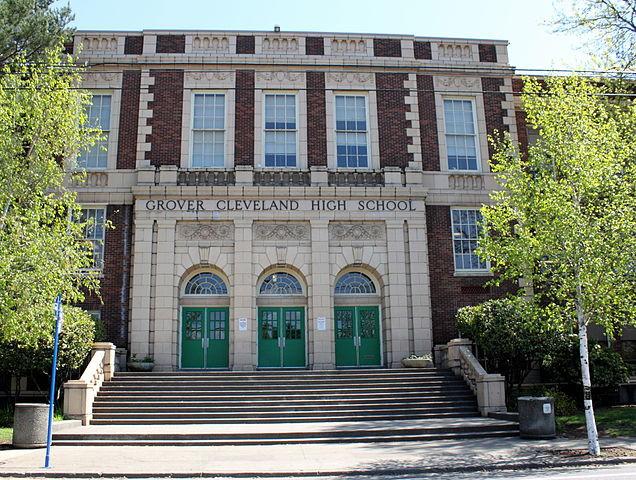 https://commons.wikimedia.org/wiki/File:Grover_Cleveland_High_School_Portland_Oregon.jpg