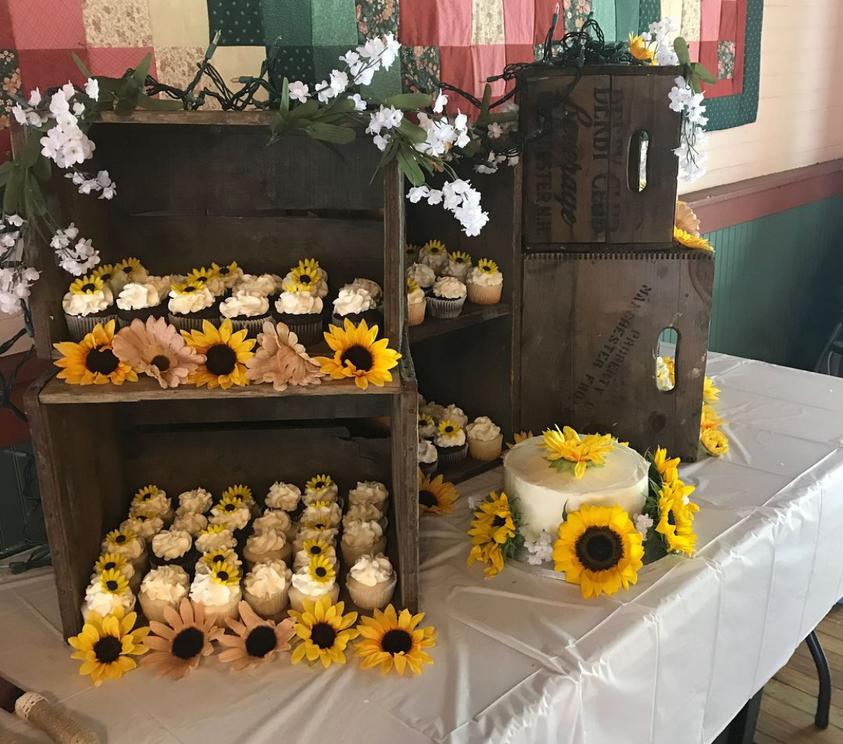 Felicia Wedding cake.PNG
