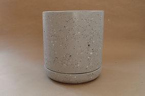 Maceta Concreto con plastico reciclado gris.JPG