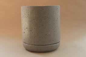 Maceta de concreto con plastico gris oxf