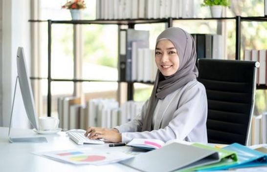 muslim-business-woman-hijab-documents-26