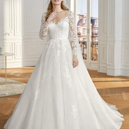 Sweetheart lace ballgown w_ sleeves