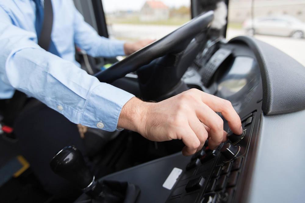 5 informações sobre perfil dos motoristas de ônibus e caminhão | LABET