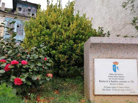 Placa homenaje a los maestros de Besullo asesinados en la guerra civil