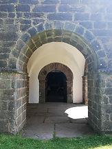 Santuario del Acebo. Pórtico frontal.