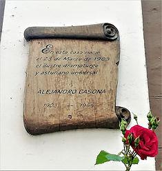 Casa natal de Alejandro Casona en Besullo (Cangas del Narcea). Placa conmemortiva en la fachada pricipal