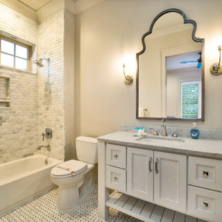 30 Guest Suite Bath.jpg